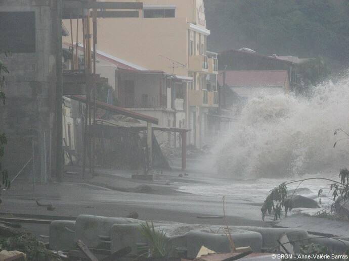 Dégâts causés par la houle cyclonique OMAR du 16 octobre 2008 dans la baie de Saint-Pierre (Martinique, 2008).